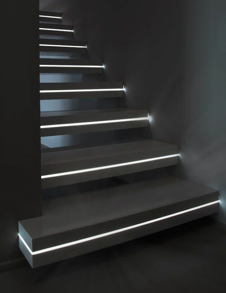 escaleras interior iluminacion LED medio escalon ideas