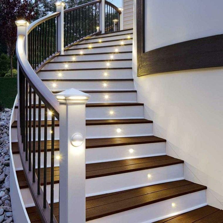 Escaleras de interior y exterior con iluminaci n led for Gradas de madera para exteriores