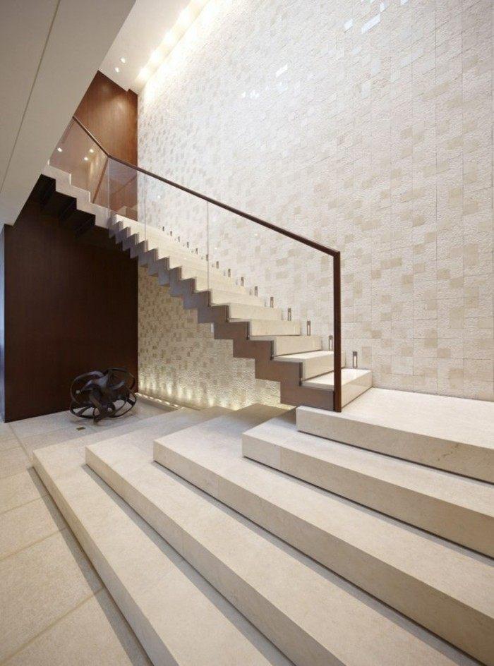 escaleras-madera-aluminio-cristal-casa-blanca-pared