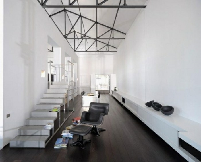 escaleras-madera-aluminio-cristal-casa-sillon-cuero