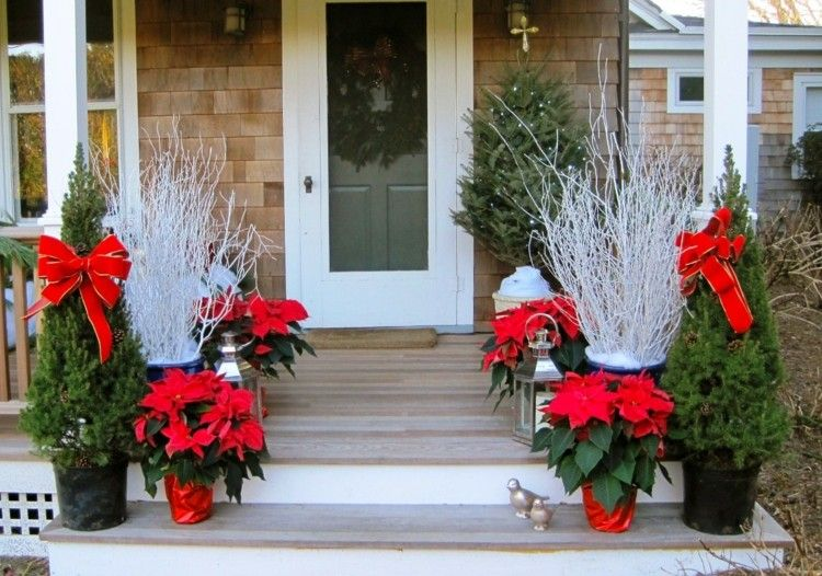 escaleras madera cascabeles puertas flores