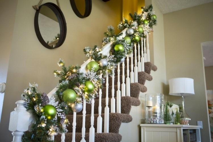 Bolas de navidad 50 ideas para sacarles el m ximo este a o for Decoraciones para gradas