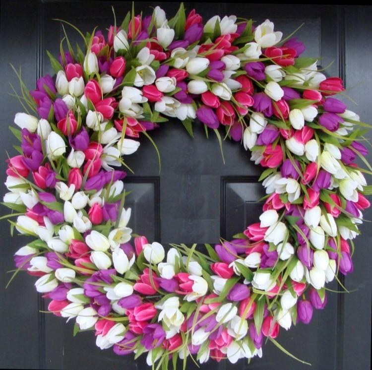 flores rosa blanco mobiliario oscuro puertas
