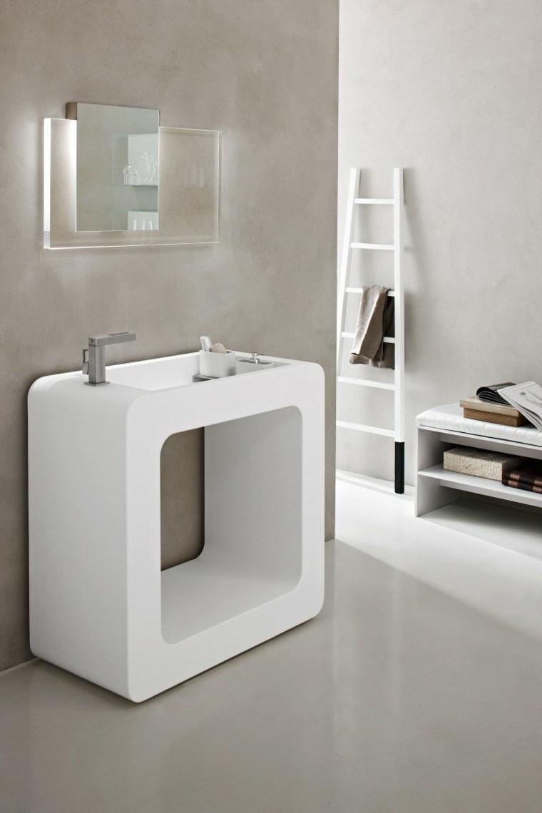 fotos de baños espejos blancos escaleras