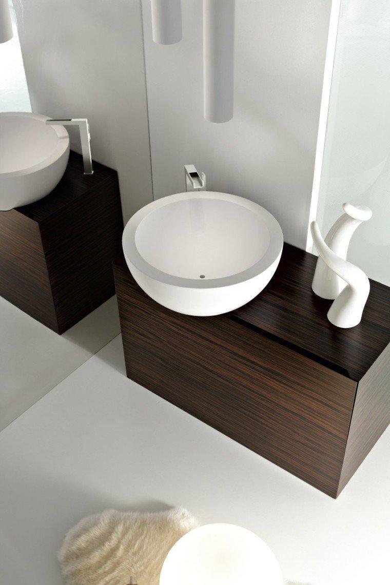 fotos de baños espejos estantes circular pieles