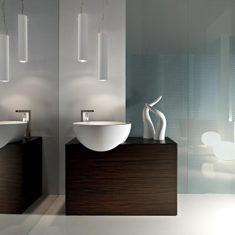 fotos de baños espejos estantes cuernos lamparas