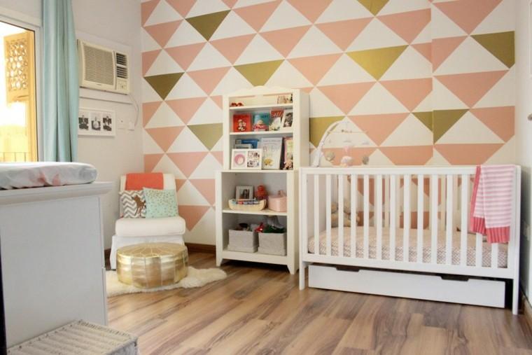 habitaciones de bebe ideas niña triangulos colores