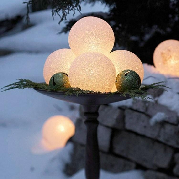 luces de navidad ideas jardines esferas nieve