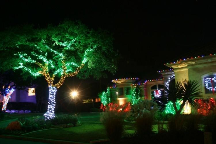 luces de navidad ideas jardines verdes