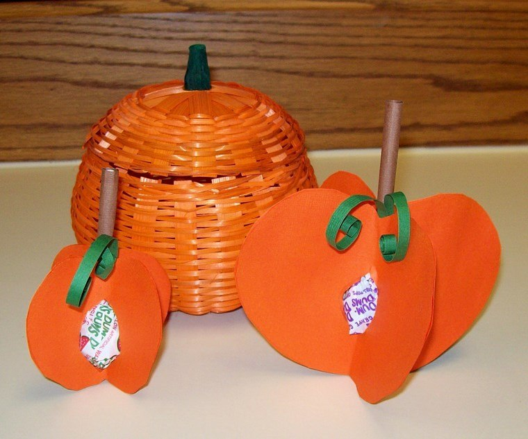 manualidades niños artesania tres calabazas ideas