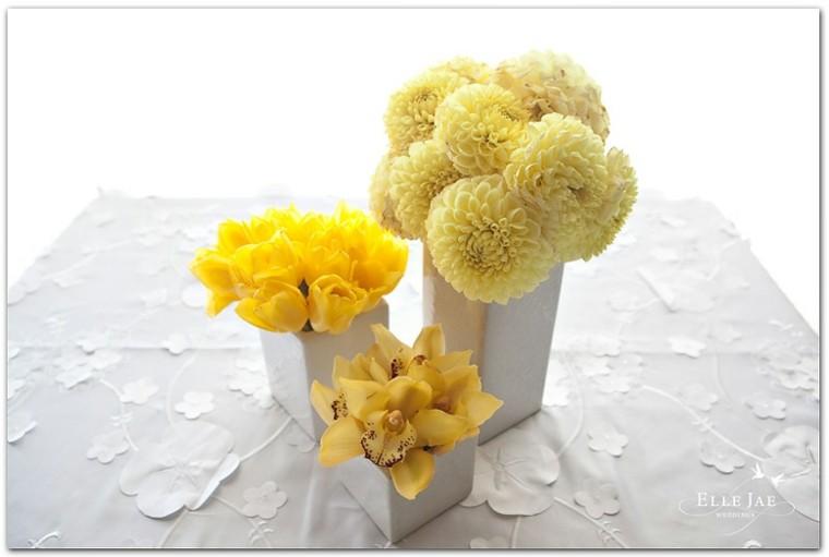 mesa boda flores amarillas modernas