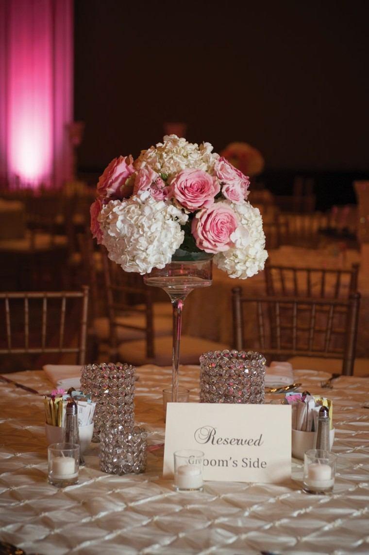 mesa decorada elegante centro flores