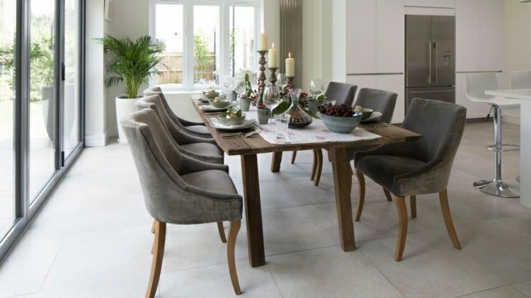 mesa madera sillas terciopelo grises