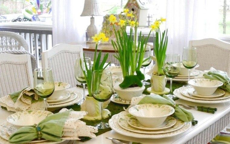 mesa decorada narcisos amarillos