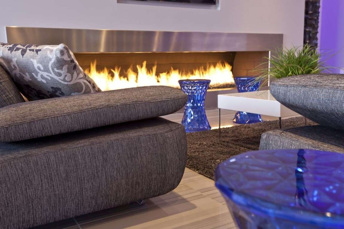 mesas cristal azules salon chimenea ideas