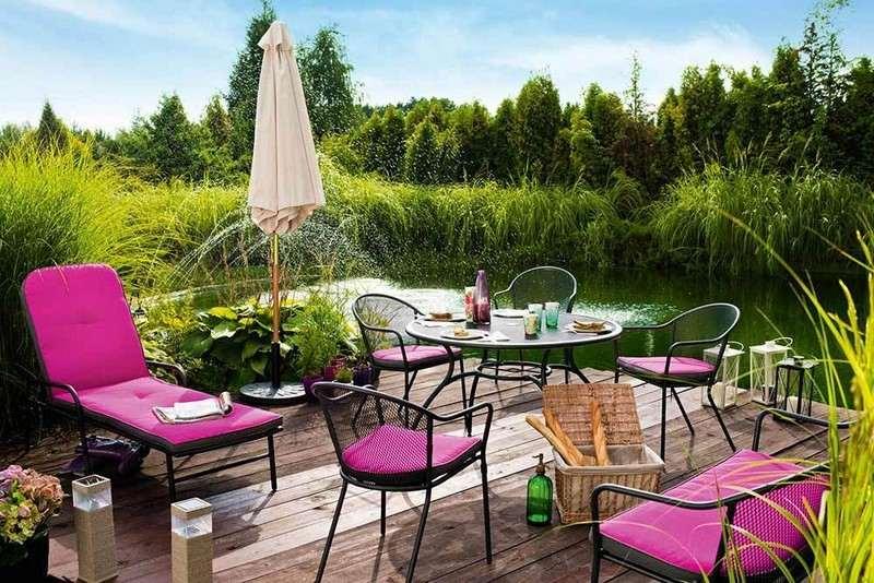 muebles bonitos balcon terraza moderna cojines rosa ideas