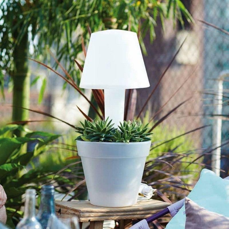 muebles bonitos balcon terraza moderna maceta lampara ideas