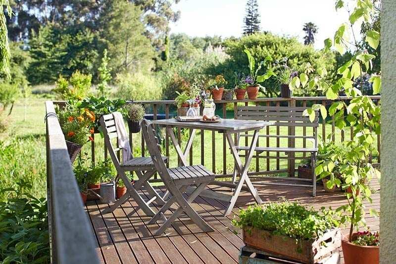 muebles bonitos balcon terraza moderna mesa madera plegable ideas