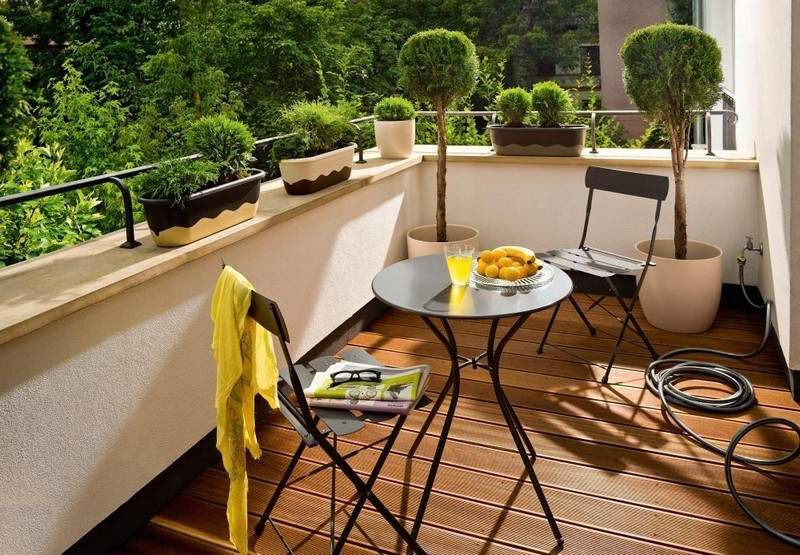 Muebles bonitos para el balc n o la terraza moderna for Mesa y sillas para balcon