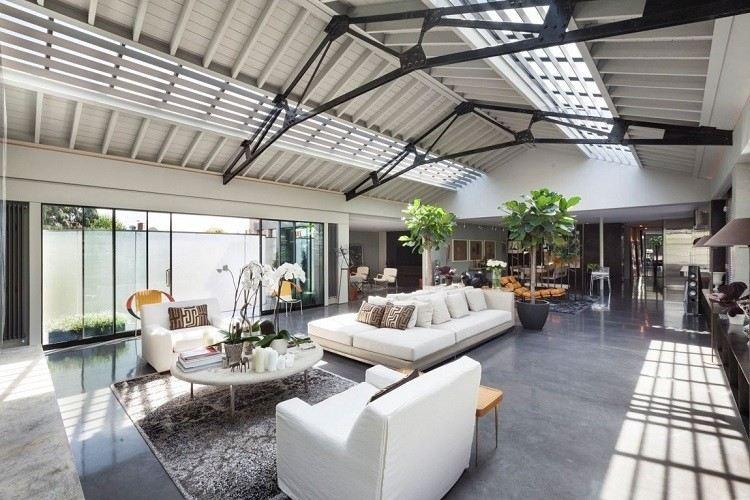 muebles salon sofas blancas plantas ideas