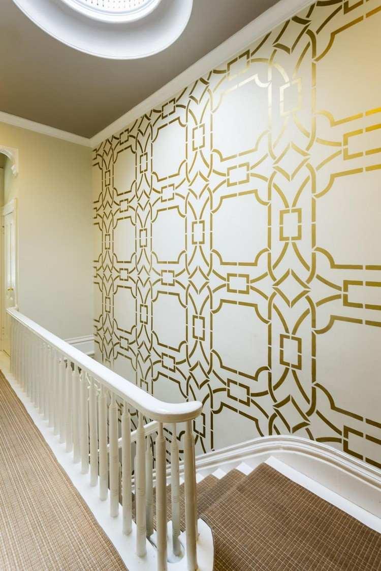 pared decorada formas doradsas