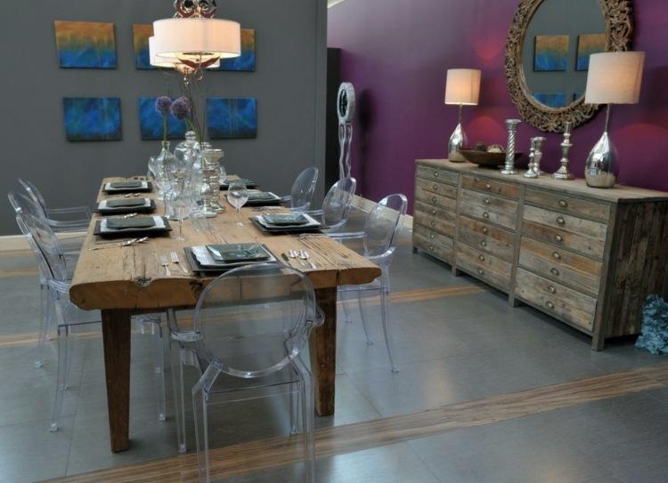 mesa madera pared morada