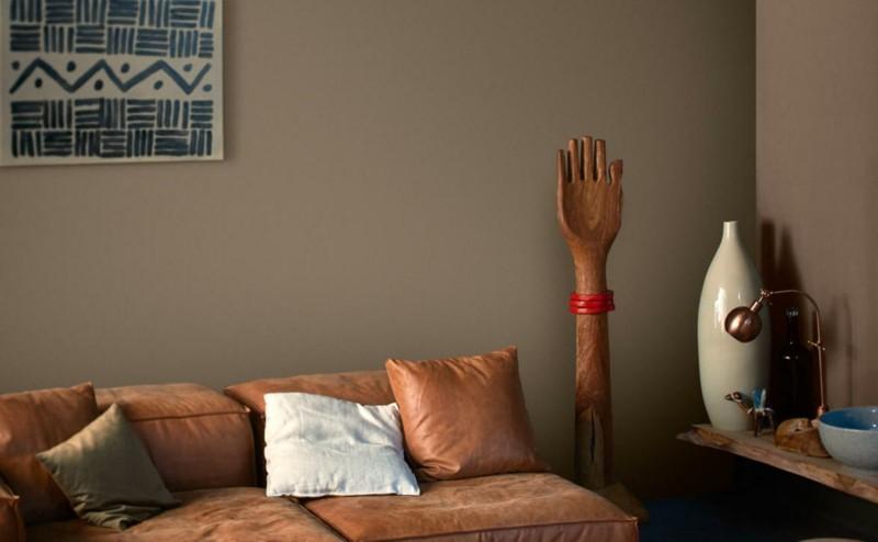 salon moderno paredes color marron sofa cuero ideas