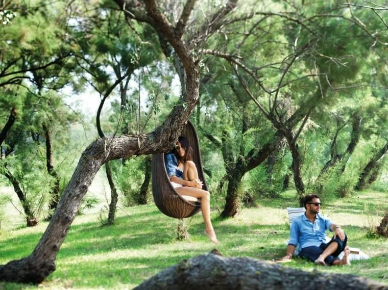 silla colgante bosque mimbre marrón