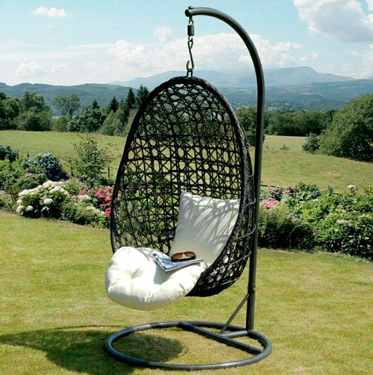 Columpio de mimbre para el jard n el placer de balancearse for Muebles de mimbre para jardin