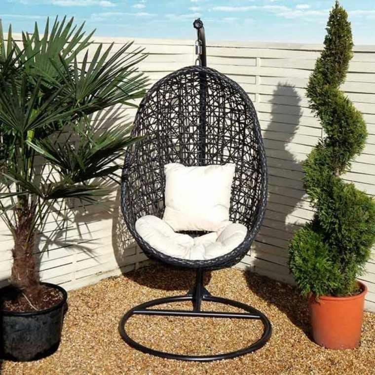 silla colgante cojines blancos