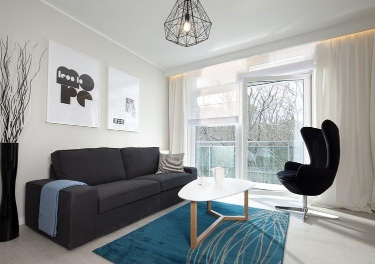 sofás energía oscura salon moderno alfombra azul ideas
