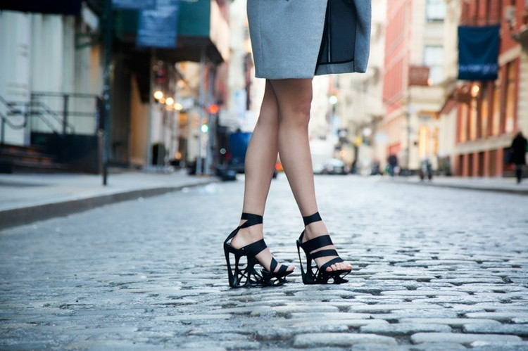 zapatos a medida ropa azul diseño calle