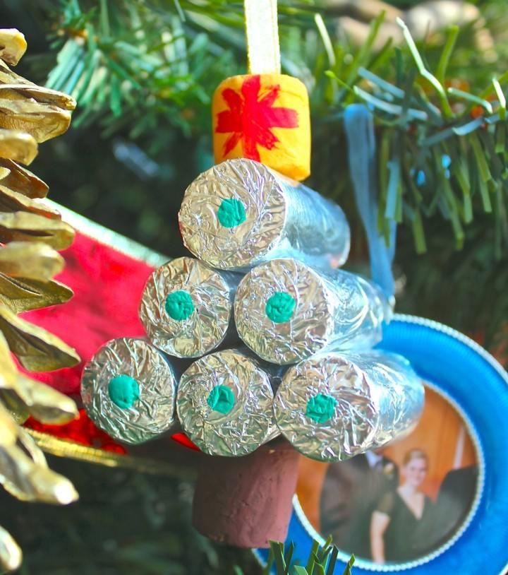 manualidades de navidad para niños abeto plateado tapones corcho