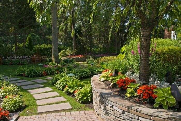 Adornos jardin e ideas originales en 100 im genes - Tall trees for small spaces style ...