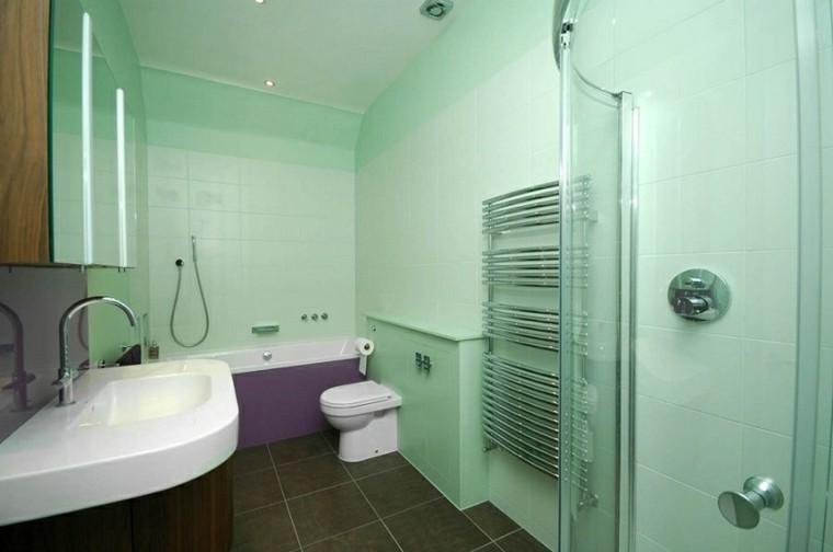 baño aguamarina bañera morada
