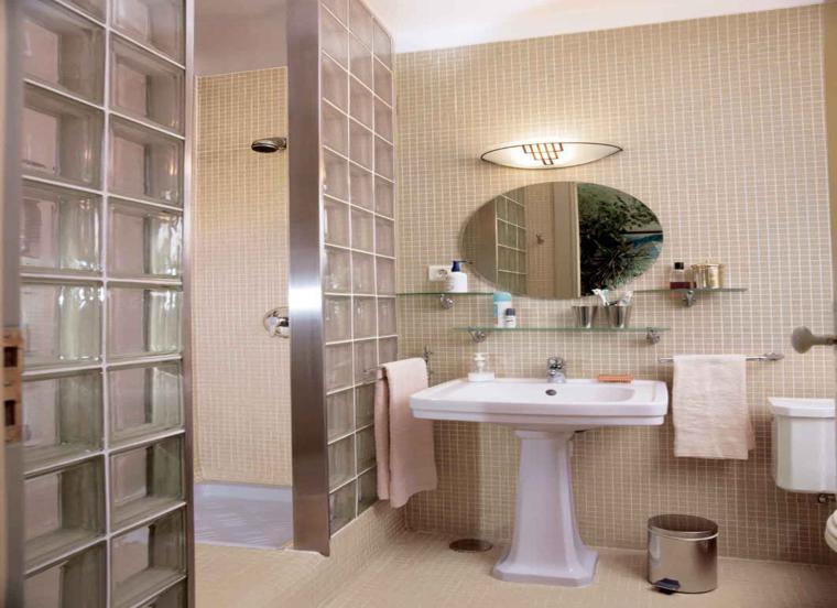 baño espejo pequeño forma redondo