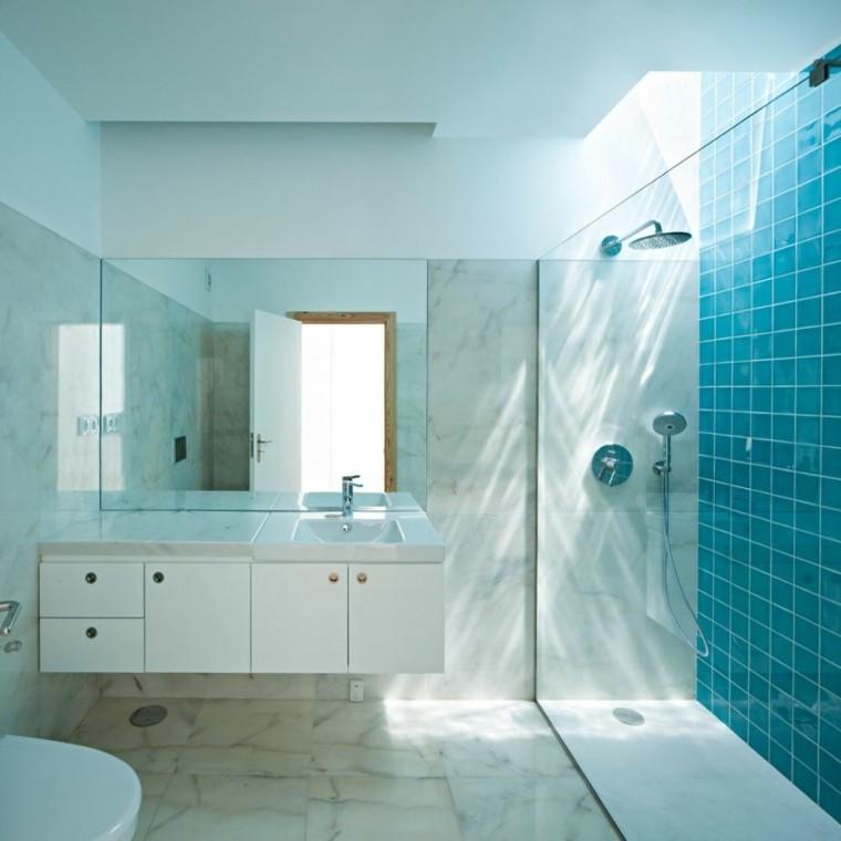baño marmol ducha azulejos turquesa