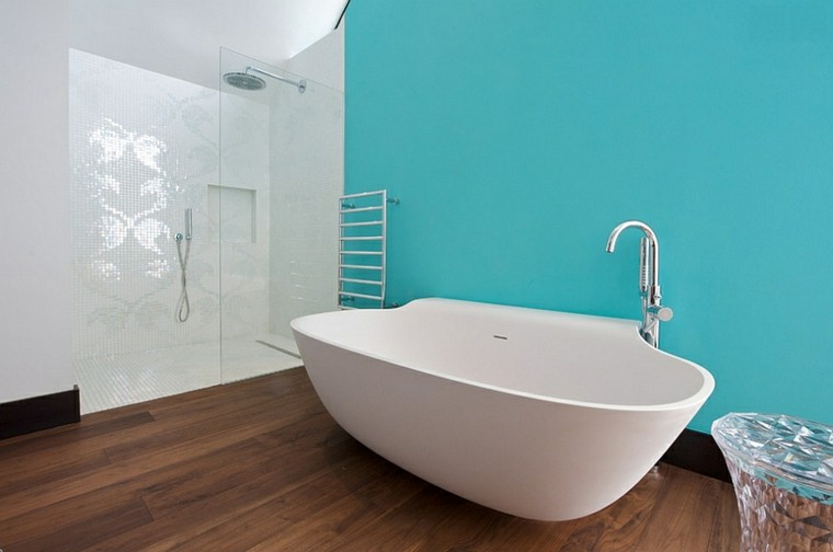 baño estilo minimalista color turquesa
