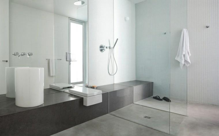 baño moderno suelo cemento mosaico