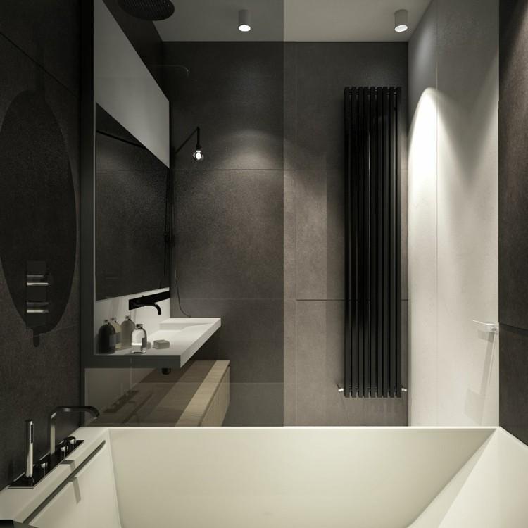baño pequeño toallas bañera blanco