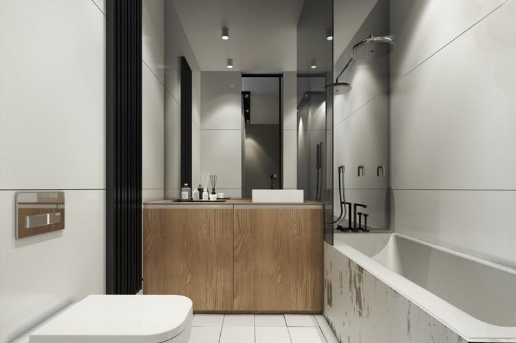 baño pequeño toallas maderas suelos blanco