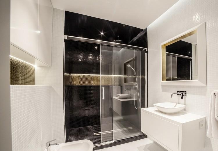 baño moderno azulejos mosaicos luces
