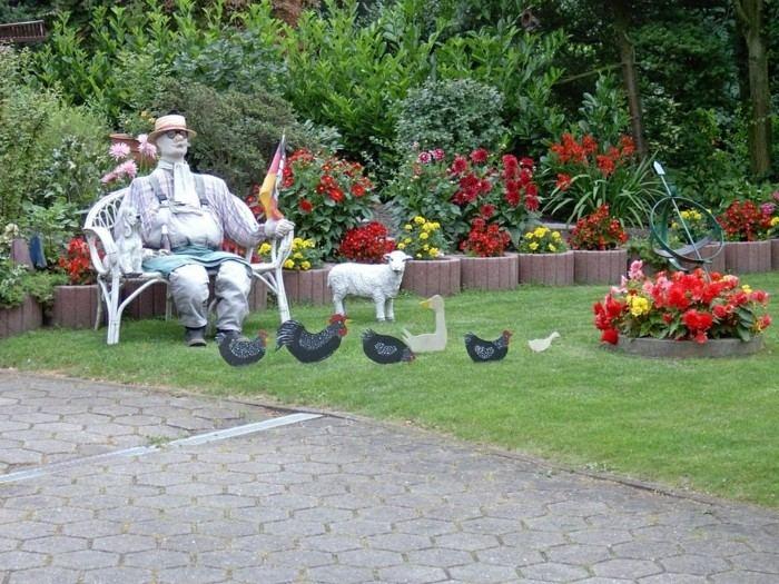 banco figura hombre sentado gallinas patos ideas