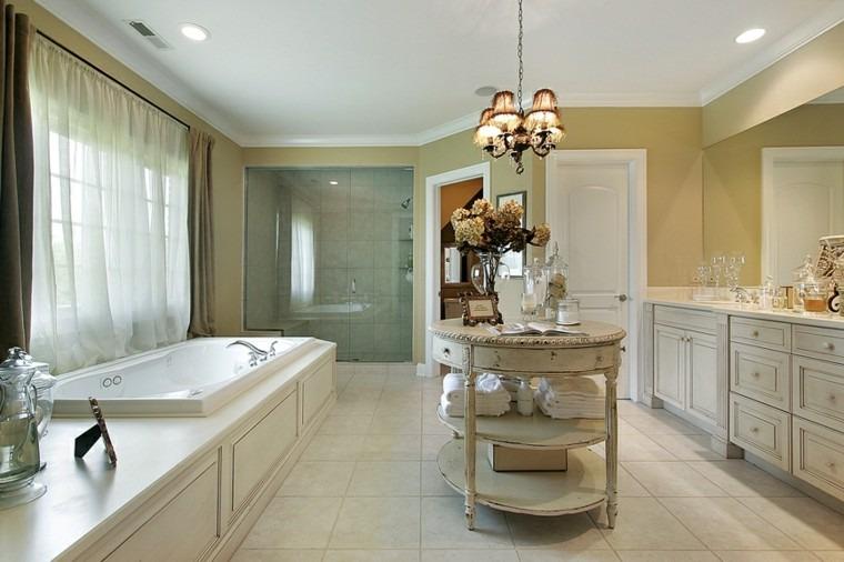Medio Baño Minimalista:Baño amplio con muebles de madera y un toque sorprendente en medio