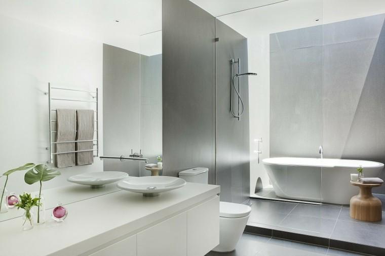 banos modernos con ducha mesita madera ideas
