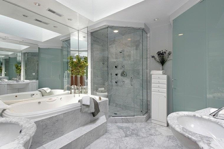 banos modernos con ducha pared azul claro ideas