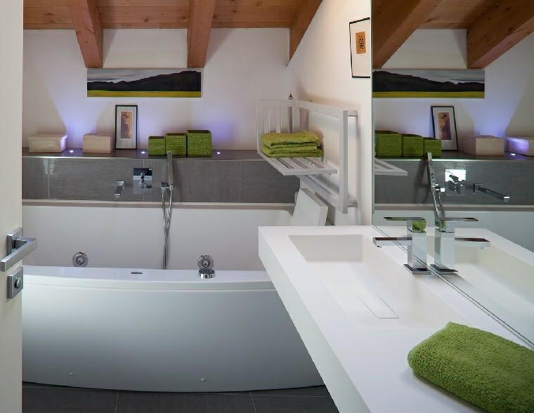 baños pequeños banera toques verde ideas