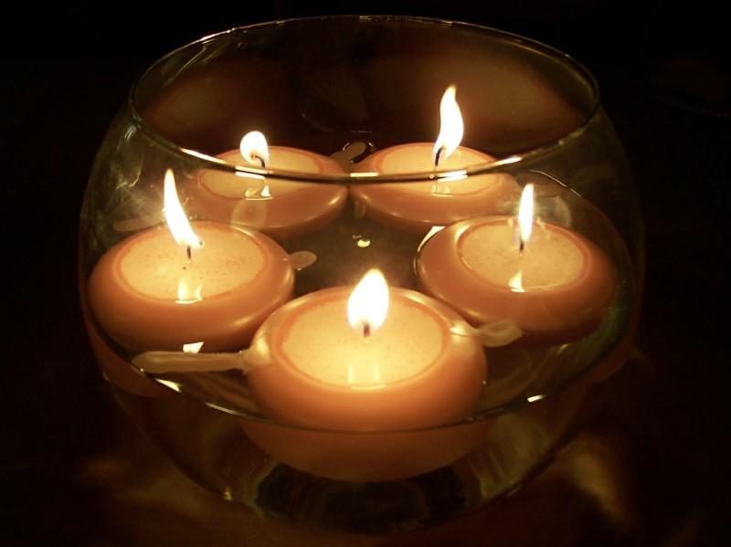 bol lleno velas flotantes