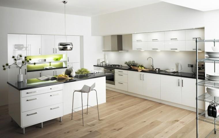 bonita cocina isla suelo madera