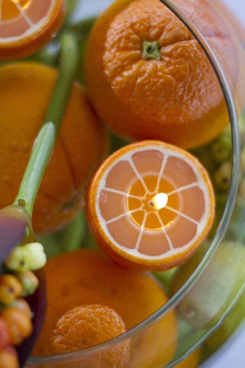 bonita foto velas naranjas agua